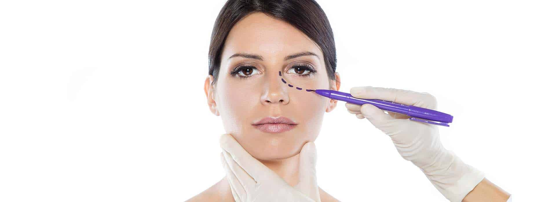 Antes y después de una operación conjunta de nariz y párpados